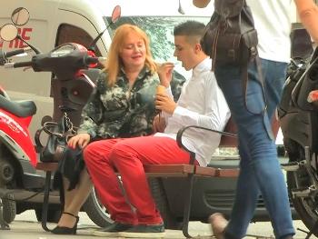 Hola, soy Cristina y busco un -chico de compañía : JotaDe, ¿ estas disponible ?