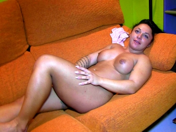 20 sweet years old, fitness CONTEST and a GIANT CLIT. Deborajh Wild: DEBUT AND FIRST SCENE.