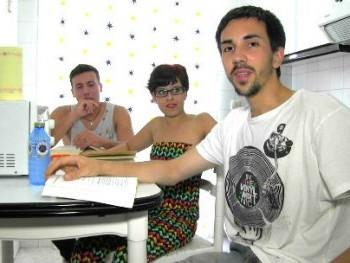 Universitarios de Santiago hacen un trío con la novia de uno de ellos, ¡qué pasada!.
